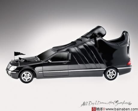 其作品的着眼点往往不限于运动鞋本身的外型及功能